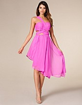 Modern Spin Dress SEK 499, Nelly Trend - NELLY.COM