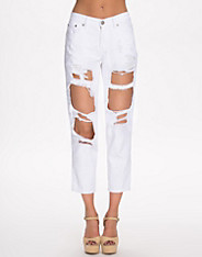 Distressed BF Jeans