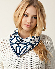 Issue 1.3 - Allure Scarf